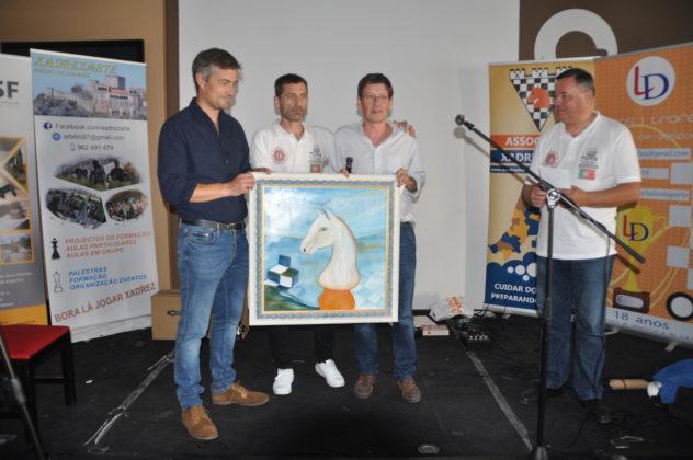 António Fróis recebeu um quadro de Ilda teixeira